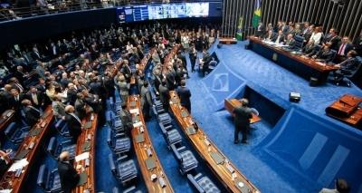 PEC que acaba com coligações em 2020 e cria cláusula de barreira é aprovada pelo Senado