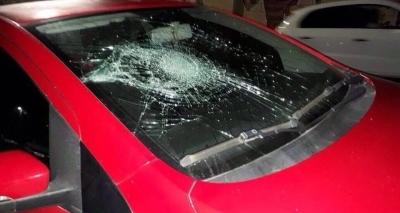 Torcedores do Vitória depredam carros de radialistas após empate no Barradão; veja fotos