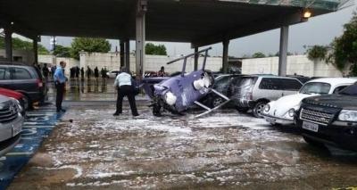 Helicóptero cai sobre estacionamento de emissora de TV em São Paulo