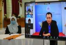 "Gubernur NTB H Zulkieflimansyah saat menjadi pembicara dalam webinar Government Roundtable Series Covid-19 New, New and Post NTB, dengan tema ""NTB : Akselerasi Pemulihan Ekonomi"", Senin 13 Juli 2020."