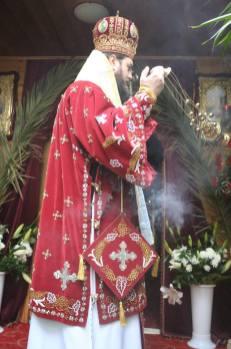 Mons Avondios durente la Divina Liturgia