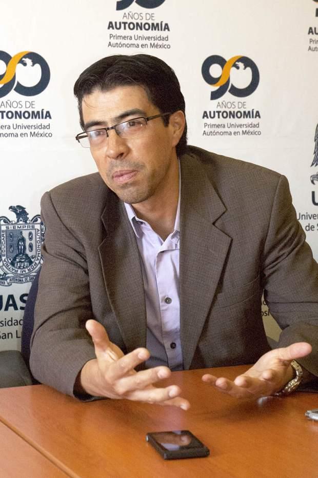 4Jul14 Investigador Becado por Gobiernos de México y Estados Unidos (Daniel Campos) (1)