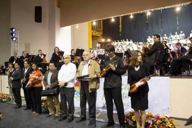 Entrega de instrumentos en Matehuala