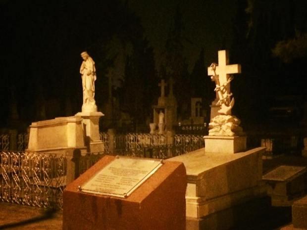 Panteón Saucito de Noche