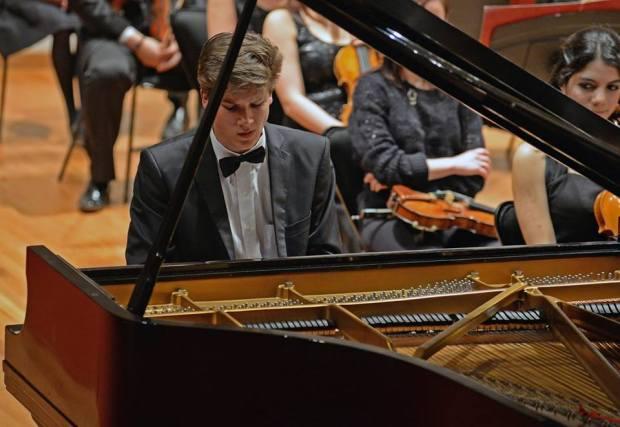Vladimir Petrov presenta: Recital de piano para jóvenes @ Teatro de la Paz