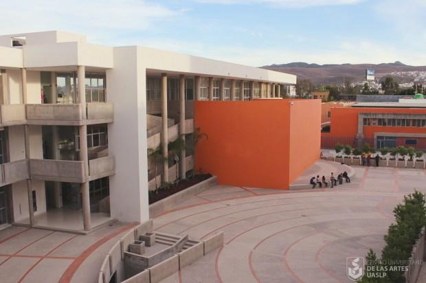 Edificio CUART, Plaza del Estudiante