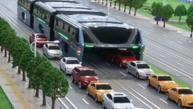 Photo of Nuevo autobús en China pasa por encima de los carros