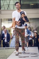 Malemodel trägt Woodmonkey (und Kind) (Foto: Fashionhotel.ch)