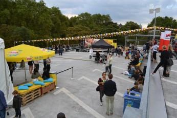Die Dachterrasse bot dank den zwei Ebenen ausreichend Platz für unterschiedliche Aktivitäten und Lounges.