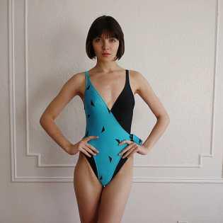 blueandblackbathingsuit