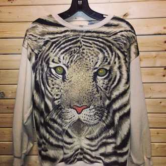 Tiger sweatshirt, we always have in our store a great selection of 1980's and 90's sweatshirts. #vintagenyc #vintage80s #vintage90s #newyorkcityvintage #love #shoppingnewyorkcity #tiger #animalprint