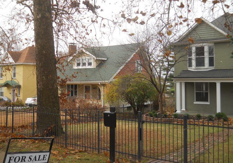 Missouri home sales down, food stamp applications up