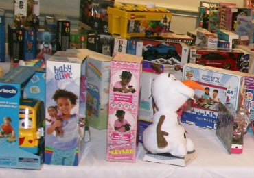 Holiday giveaways in Fox Park, O'Fallon Park