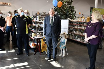 Parson 'chose not to' wear mask in store, he says