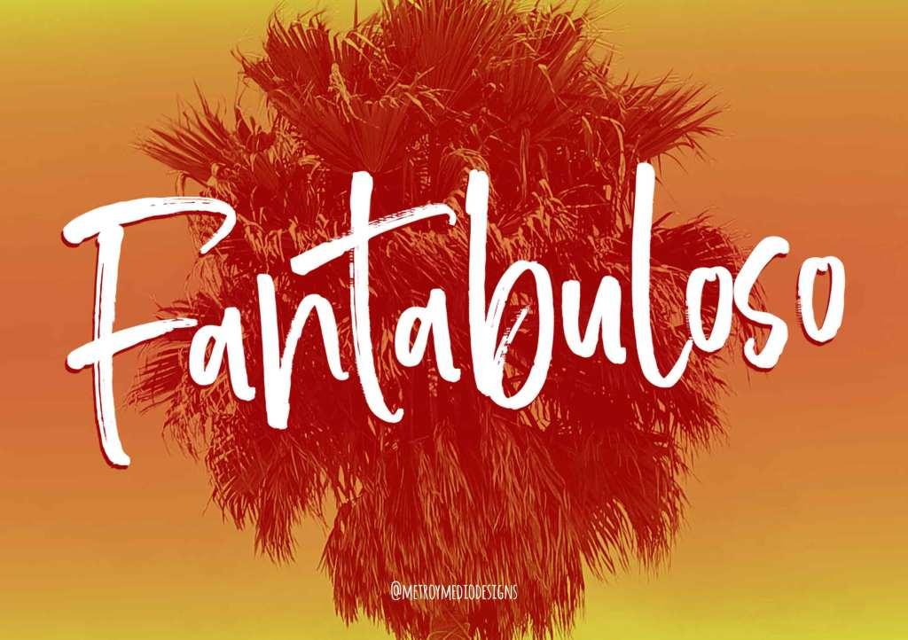 Lettering de la palabra Fantabuloso. Fondo con imagen de palmera y tonalidades de naranja y amarillo. Diseño de Metro&medio Designs