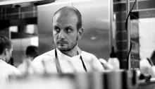Hans Välimäki keittiössä