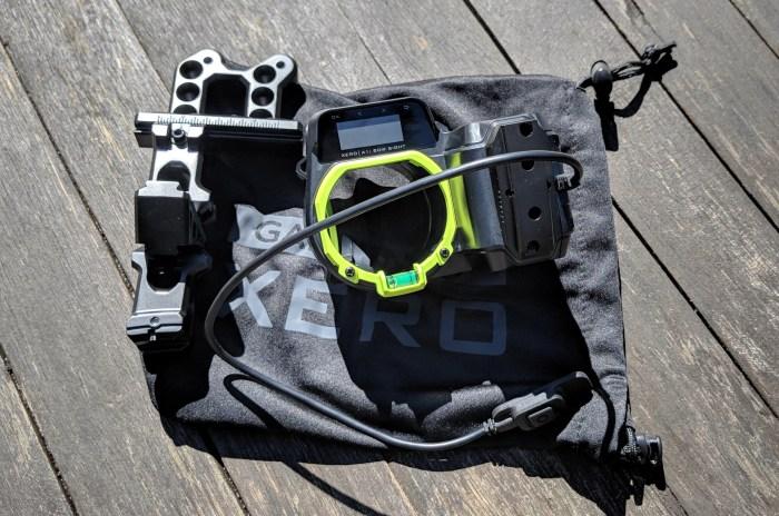 Xero-tähtäin suojapusseineen, sekä tukeva jalusta