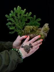 Lea Kömi, Maailmankylä metsä käsikuvat-48