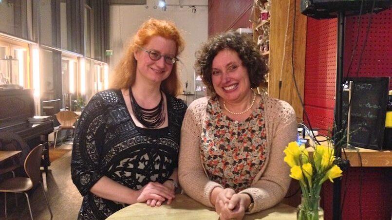 Sprecherin Susanne Rump (links) und Moderatorin Annette Hartmann von Eßkultur führten durch den Abend