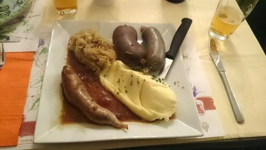Traditionelle Metzgete vom Holzherd im Freihof, Schmidrüti