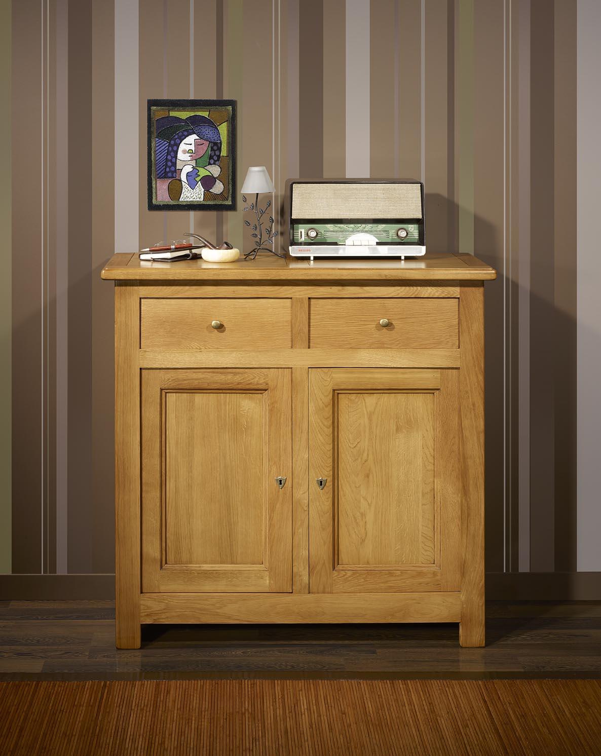 petit buffet 2 portes 2 tiroirs en chene massif de style campagnard meuble en chene massif