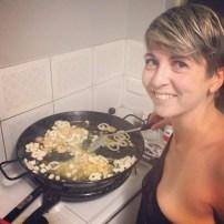 Día 11. Cocinando paella en Nochevieja. Estoy hecha una guiri