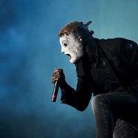 Corey Taylor, vocalista de Slipknot, se desmaya en el escenario.