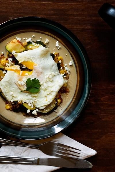 Jalapeno Spiced Mexican Zucchini and Corn Topped with a Fried Egg Recipe by @SpicieFoodie | #jalapeno #zucchini #corn #eggs #meatlessmeals