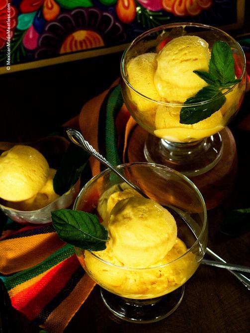 Mango ice cream made with only 4 ingredients & you don't need an ice cream maker! (helado de mango casero) | #mango #icecream #helado