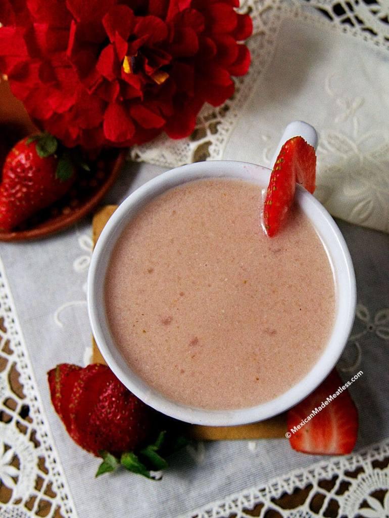 How to Make Strawberry Atole with Masa Harina | Atole de fresas con masa