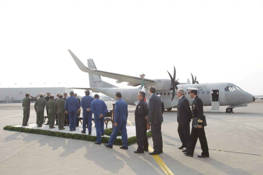 Ceremonia de arribo de la tripulacion del avión casa 295 w en el hangar de la Marina el 10 de diciembre del 2015. LA JORNADA/Yazmin Ortega Cortes