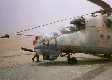 lybian_mi-25_hind_captured_by_chadian_forces_at_wadi_dom_chad