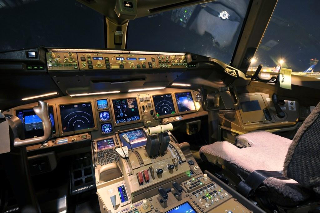 Boeing-777-Cabina-Pilotos