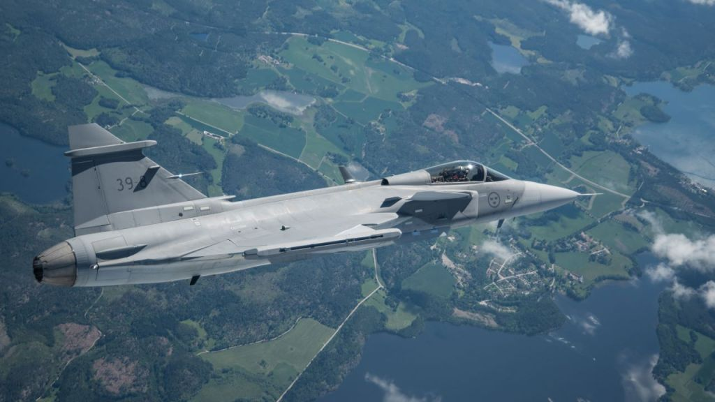 first_flight_gripen_e__2340_air_3