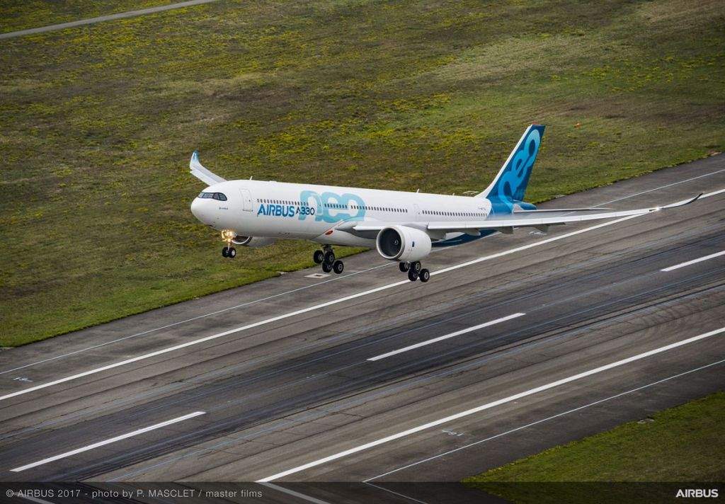 A330neo-first-flight-take-off-061