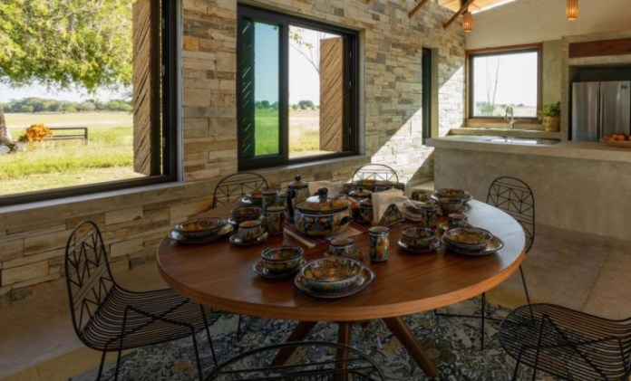 Marina Vella Arquitectura Utilizes Locally Harvested Materials to Create Traversa House