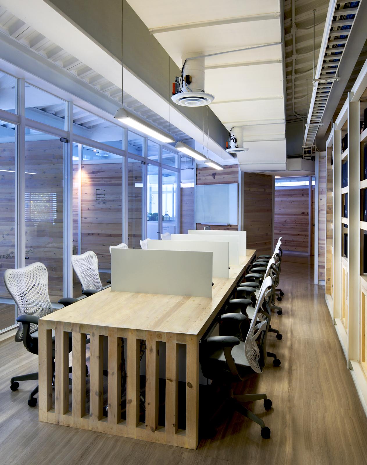 insignias-interiorismo-arquitectura-oficinas-tamarindo-madera-despacho-artigas-arquitectos-4
