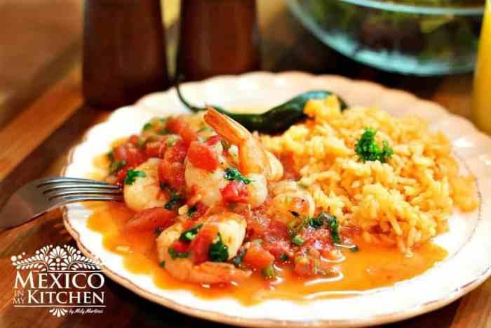 Camarones a la mexicana o Rancheros, sirva inmediatamente y disfrute.
