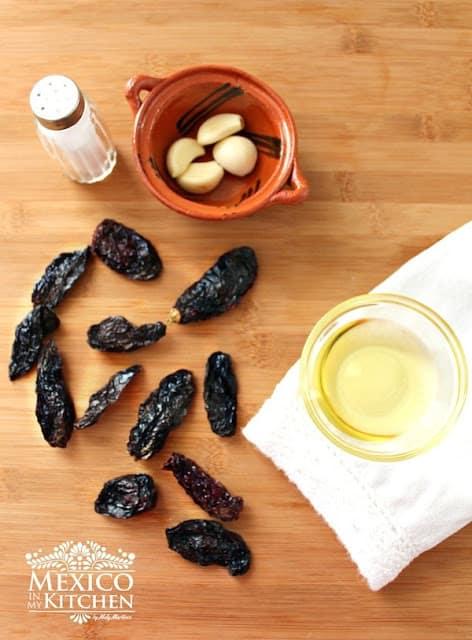 Chile Morita Salsa with Oil recipe