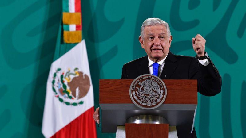 AMLO se define por mantener concesión a Telmex, icono de la política privatizadora de Salinas