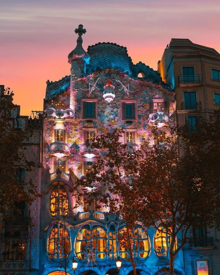 tourism in Barcelona squares