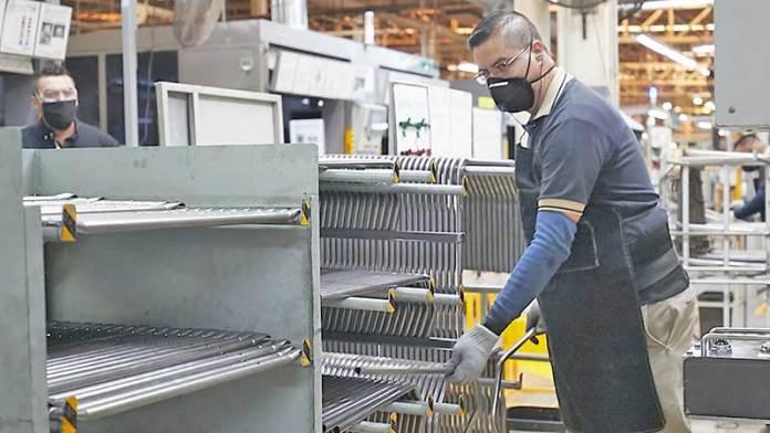 Industria automotriz de Querétaro reinicia operaciones con 35% de su plantilla laboral