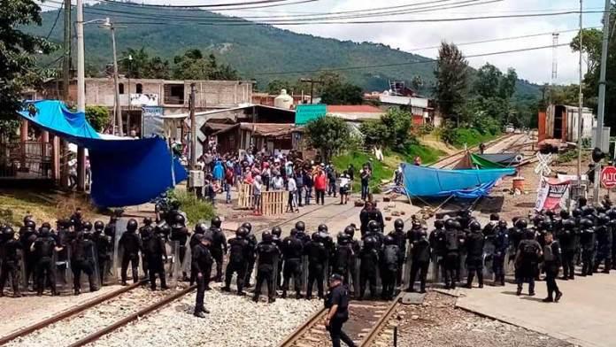 Fuerzas federales liberan vías del tren en Michoacán