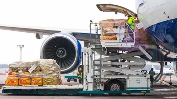 La carga aérea, el negocio de las aerolíneas para sortear la pandemia
