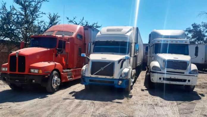 Van por uno y hallan 12 vehículos de carga robados en Jalisco
