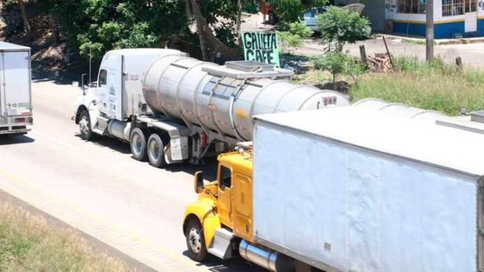 Baja 30% los atracos al transporte de carga en la zona centro: Canacar