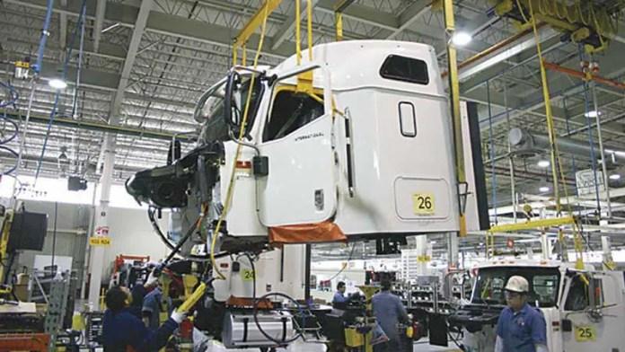 El 97.7% de los vehículos pesados producidos en 2020 son de carga; el 94.5% de exportaciones se fue a EU
