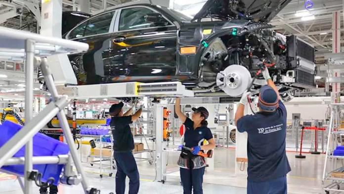 BMW ajustará su producción en México por escasez de gas natural