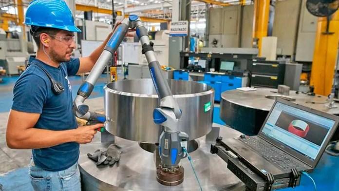 Avanza 2.4 por ciento manufactura regia