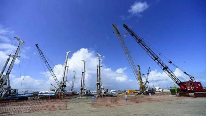 Descarga el Miland Trader 20 mil toneladas de acero para la refinería